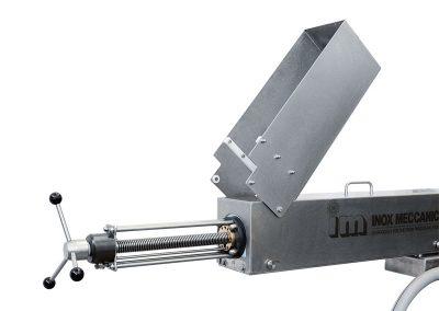 Pushing cylinder with adjustable stroke.